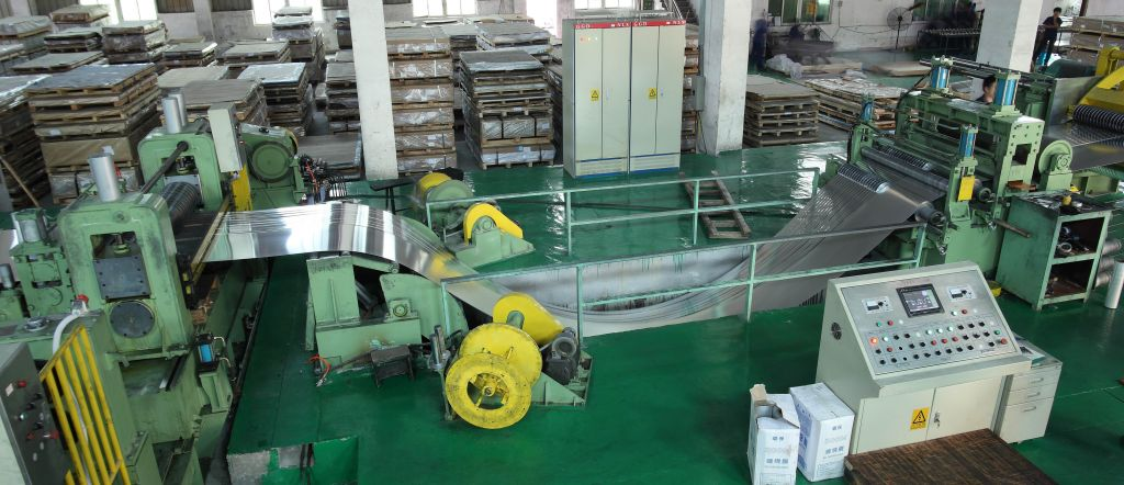 snubber roll rotates